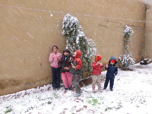 الاطفال في الثلج