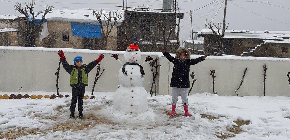 اللعب في الثلج